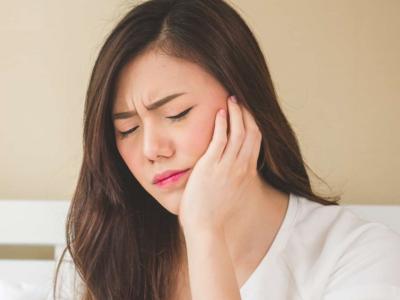 Má phải xuất hiện hạch kèm theo sưng đau là triệu chứng bệnh gì?