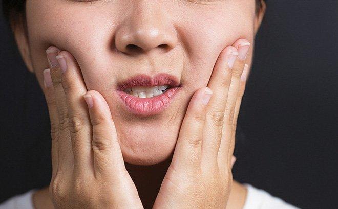 Nổi hạt li ti trong khoang miệng