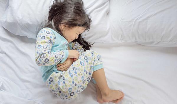 Trẻ 2 tuổi nôn liên tục kèm theo đi ngoài phân lỏng là bệnh gì?