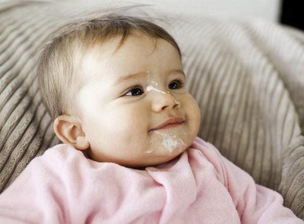 Trẻ 4 tháng hay ọc sữa