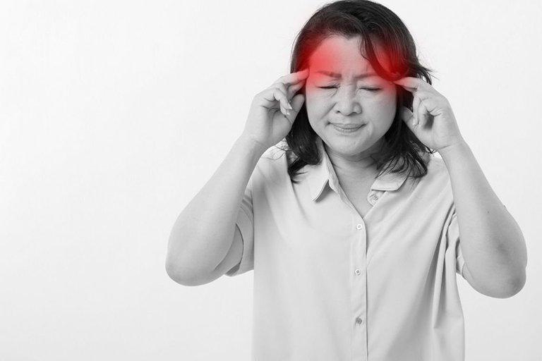 Bệnh nhân xuất hiện đau đầu dữ dội cần đến gặp bác sĩ để kiểm tra lại
