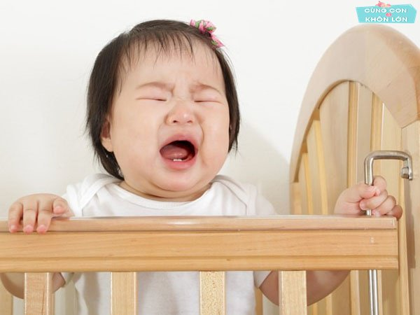 Trẻ 2 tuổi giật mình, khóc toáng khi ngủ dấu hiệu bệnh gì?