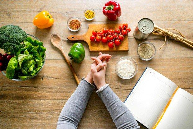 Chế độ ăn uống và dinh dưỡng hợp lý sau sinh mổ | Vinmec