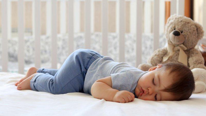 rèn trẻ tự ngủ ngon cả đêm