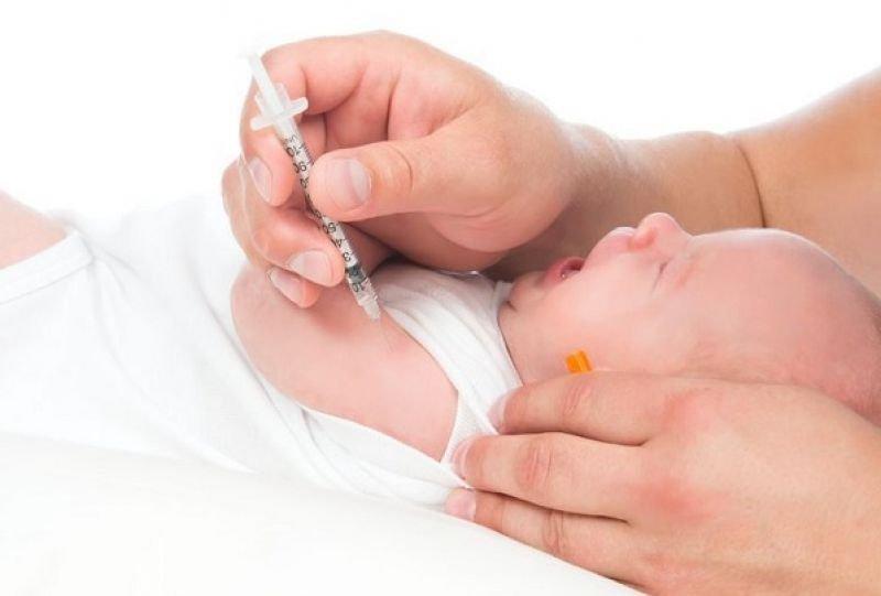 Bé 5 tháng mới tiêm 1 mũi vắc-xin viêm gan B