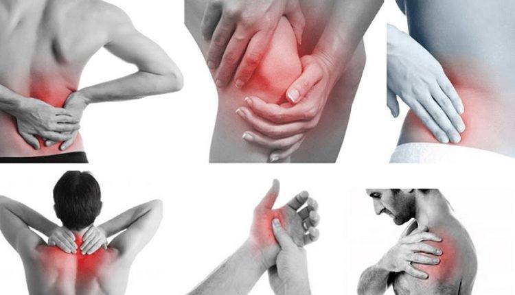 Viêm khớp dạng thấp và viêm khớp vảy nến đều gây sưng, đau và cứng các khớp