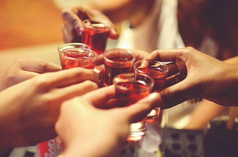 Uống quá nhiều rượu ảnh hưởng nghiêm trọng đến sức khỏe