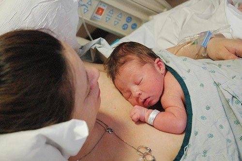 Chăm sóc trẻ sơ sinh sau hồi sức