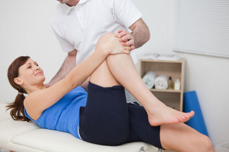 bài tập vận động ở trên giường cho bệnh nhân sau khi thay khớp háng