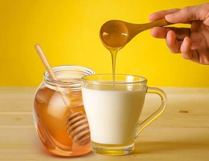Có nên trộn mật ong với sữa? | Vinmec