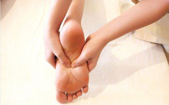 Tê mu bàn chân