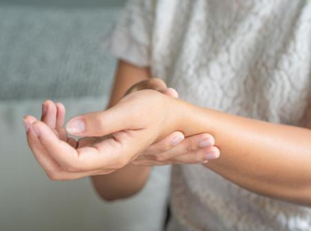 Hình ảnh bệnh lupus ban đỏ: Sưng khớp và đau