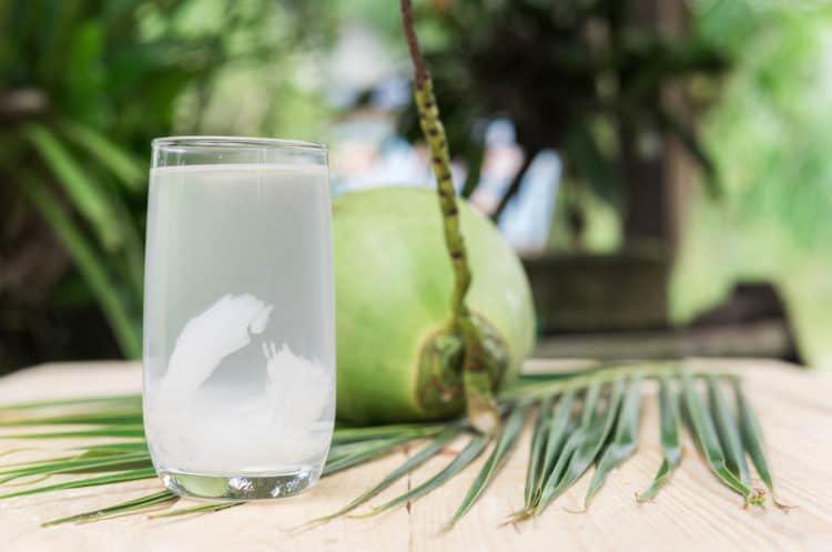 8 lợi ích sức khỏe dựa trên khoa học của nước dừa | Vinmec