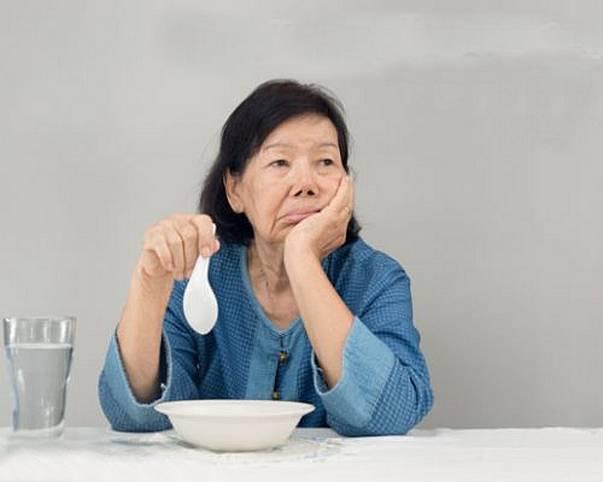 ăn uống sau đột quỵ liệt mặt