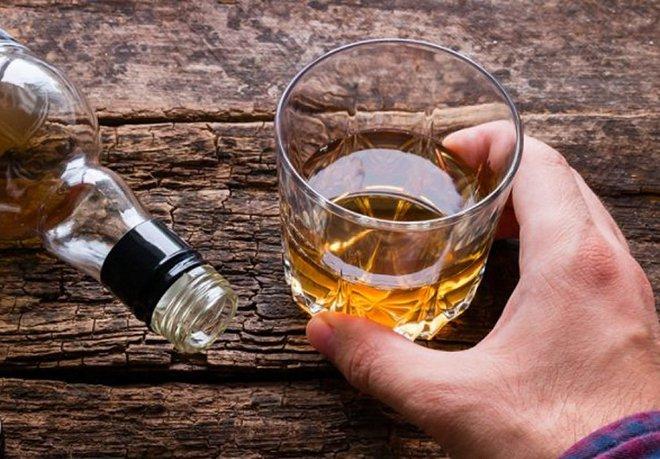 Thường xuyên co giật sau khi sử dụng rượu bia có nguy cơ mắc bệnh gì? |  Vinmec