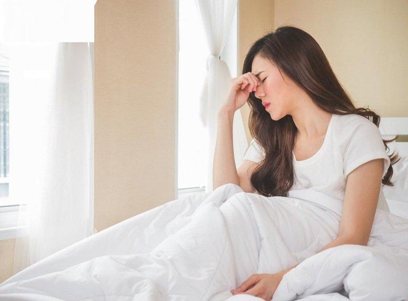 Sau khihiến máu xuất hiện các triệu chứng chóng mặt, đau đầu nên báo ngay cho bác sĩ