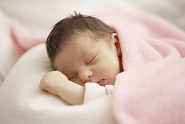 trẻ sơ sinh khoảng 3 tháng tuổi