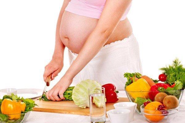 Chăm sóc mẹ để trẻ không bị suy dinh dưỡng bào thai