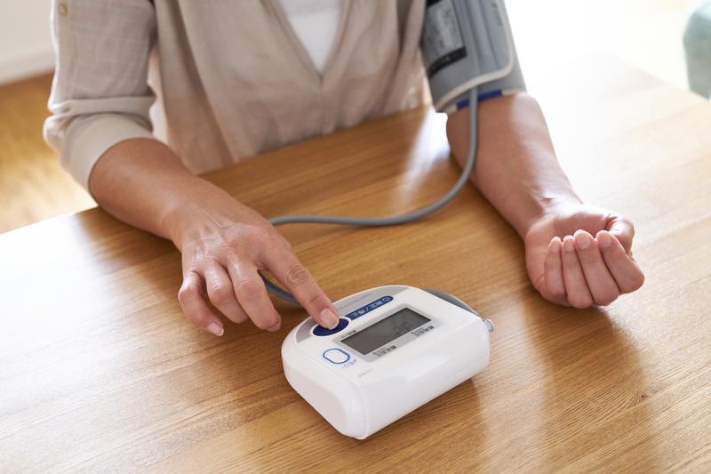 Cách đo huyết áp tay
