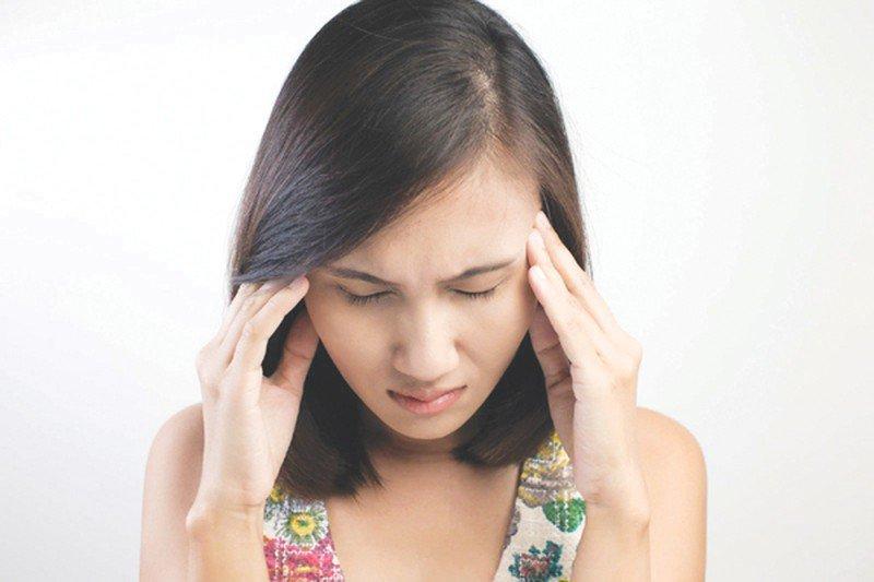 Đau đầu khi bị zona ở mắt