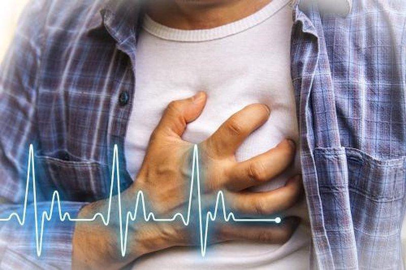 Đau ngực tim đập nhanh