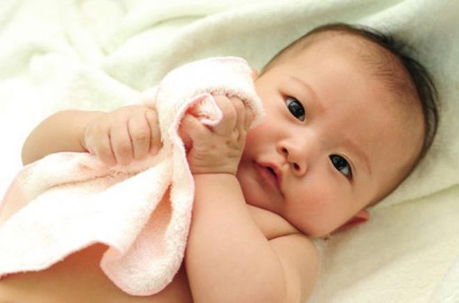 Trẻ 5 tháng tuổi