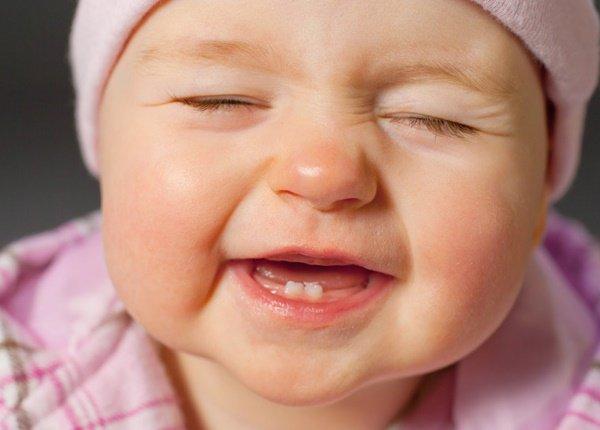 Trẻ mọc răng sữa