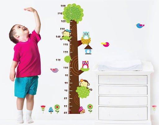 Cần theo dõi chiều cao và cân nặng của bé đều đặn