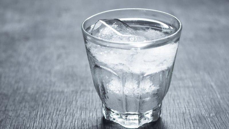 Uống nước lạnh