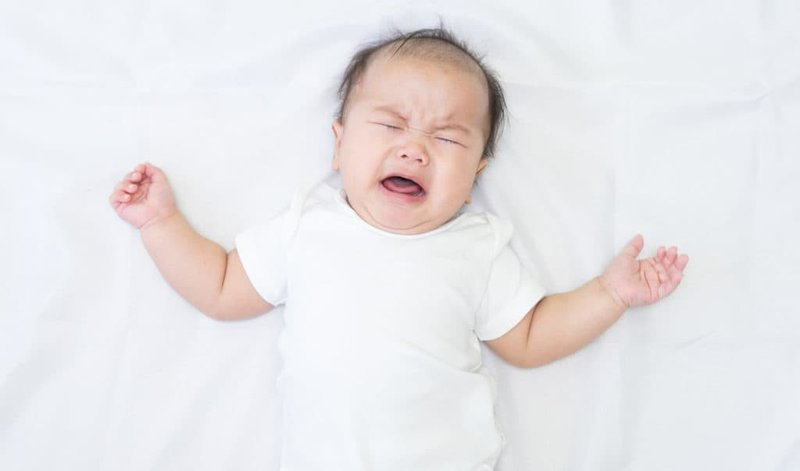 Trẻ quấy khóc là biểu hiện điển hình của tuần Wonder Weeks