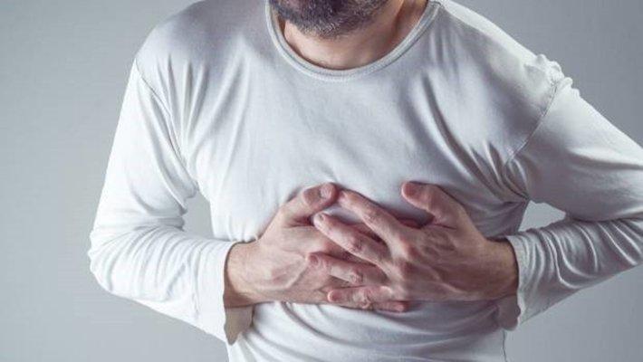 thường xuyên khó thở kèm nhói ở tim
