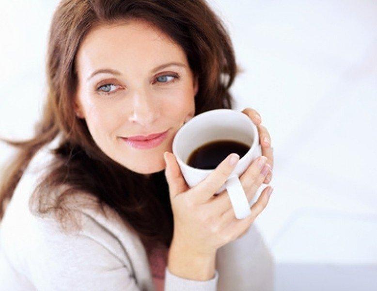 Uống nhiều cà phê khiến nước tiểu của phụ nữ có mùi hôi