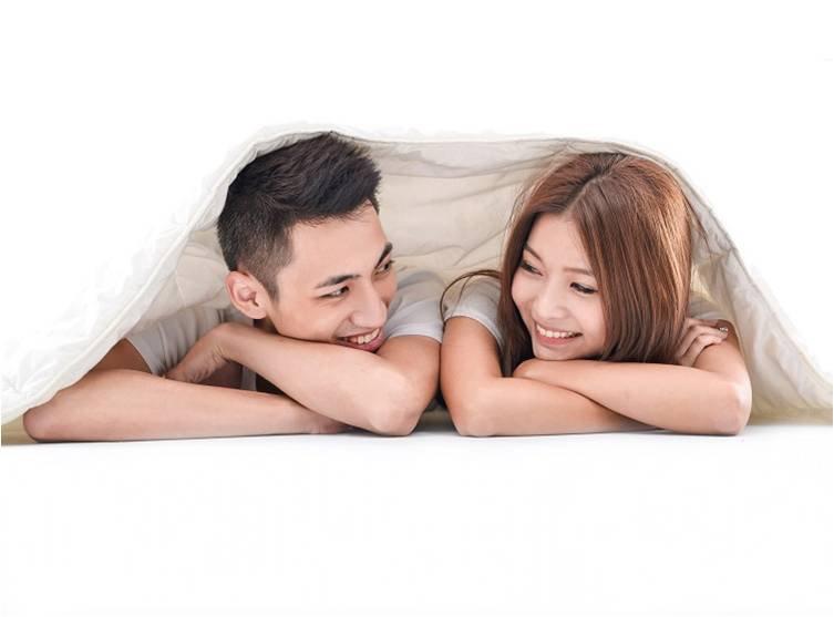 """Vì sao nam giới thường ngủ say sau """"chuyện ấy""""?"""