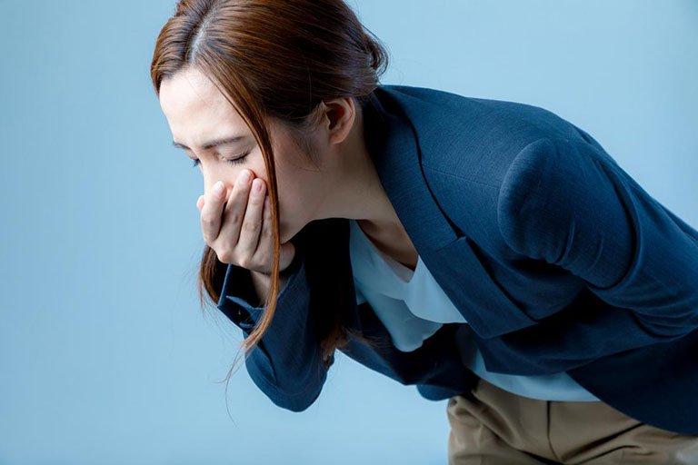 Buồn nôn là một trong những tác dụng phụ hay gặp phải khi uống vitamin