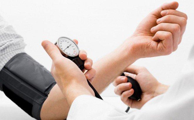 Bệnh nhân chỉ được tập khi không bị tụt huyết áp