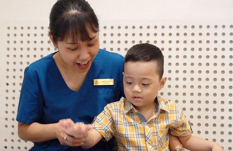 điều trị thành công trẻ tự kỷ
