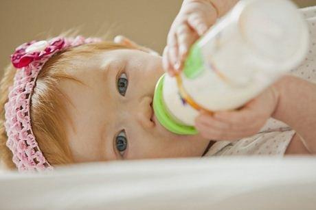 sâu răng ở trẻ hay bú đêm
