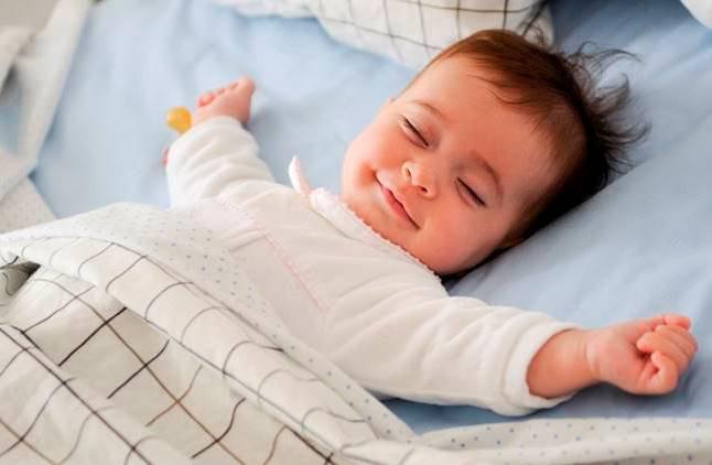 Luôn đặt bé nằm ngửa khi ngủ tránh hội chứng đột tử ở trẻ sơ sinh