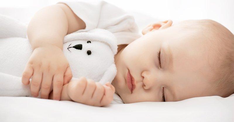 Có nên để trẻ sơ sinh ngủ một mình?