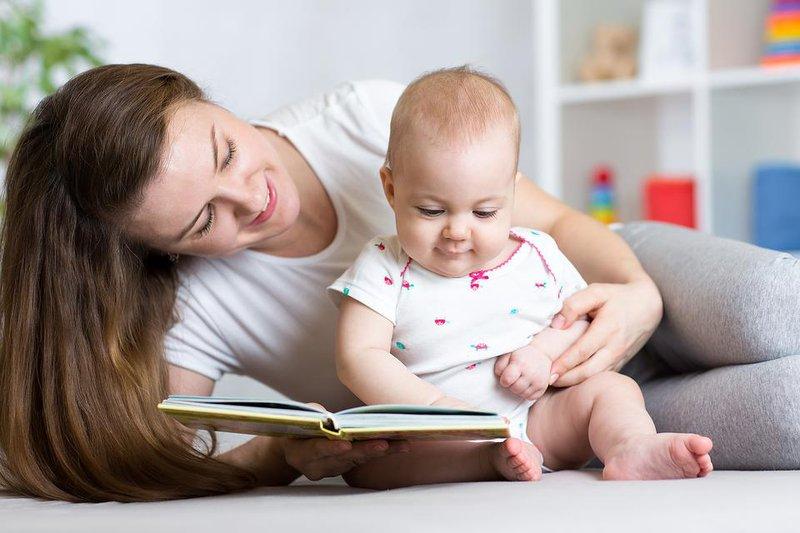 Trẻ 15 tháng tuổi: Phát triển thể chất, vận động, nhận thức và cảm xúc