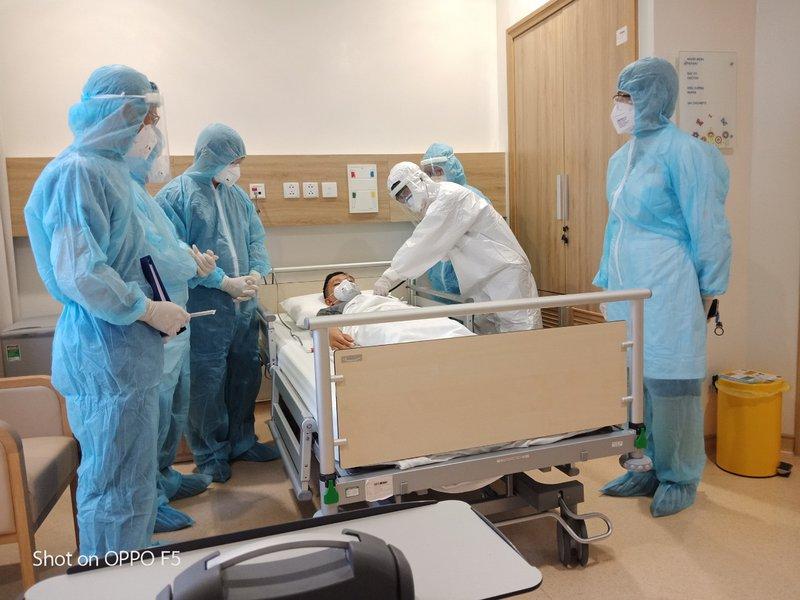 Vinmec Đà Nẵng chia lửa chống dịch COVID, tiếp nhận 10 bệnh nhân từ các bệnh viện khác đến điều trị