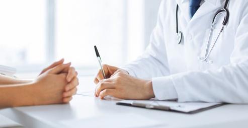 Phụ nữ rối loạn tâm trạng sau sinh cần được thăm khám với bác sĩ chuyên khoa