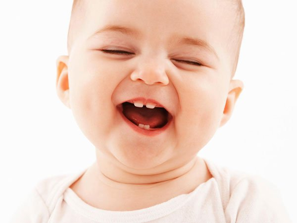 Bé con 15 tuần tuổi chuẩn bị đón những chiếc răng đầu tiên