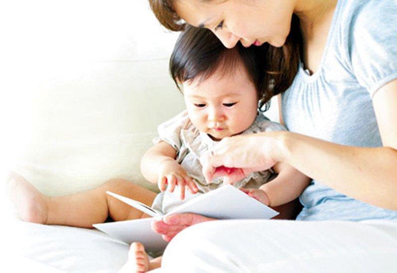 đọc sách cho trẻ em