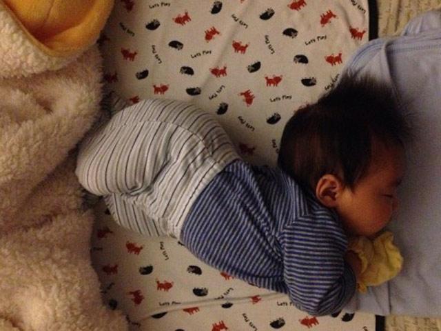 Trẻ ngủ vặn mình