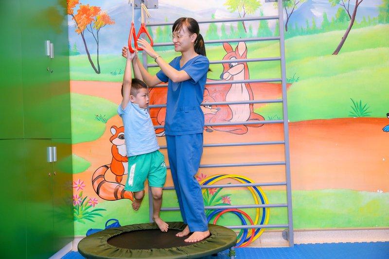 Hình ảnh bé được điều trị tự kỷ tại Vinmec