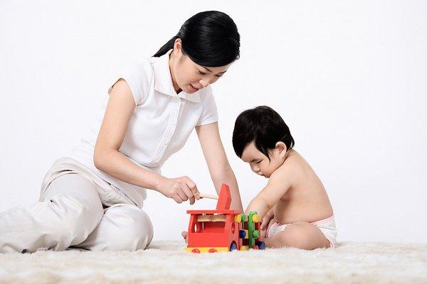 Vui chơi với trẻ