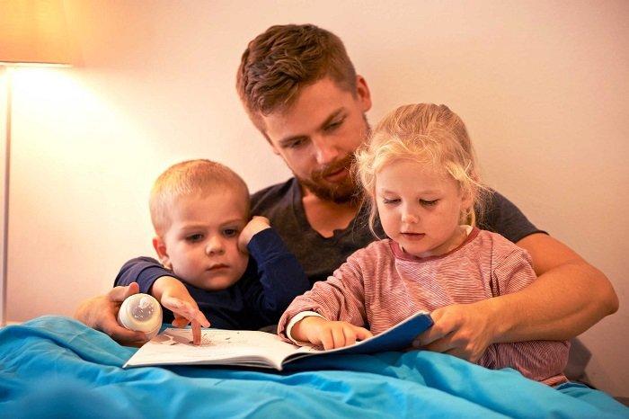 Đọc sách,kệ truyện cho trẻ