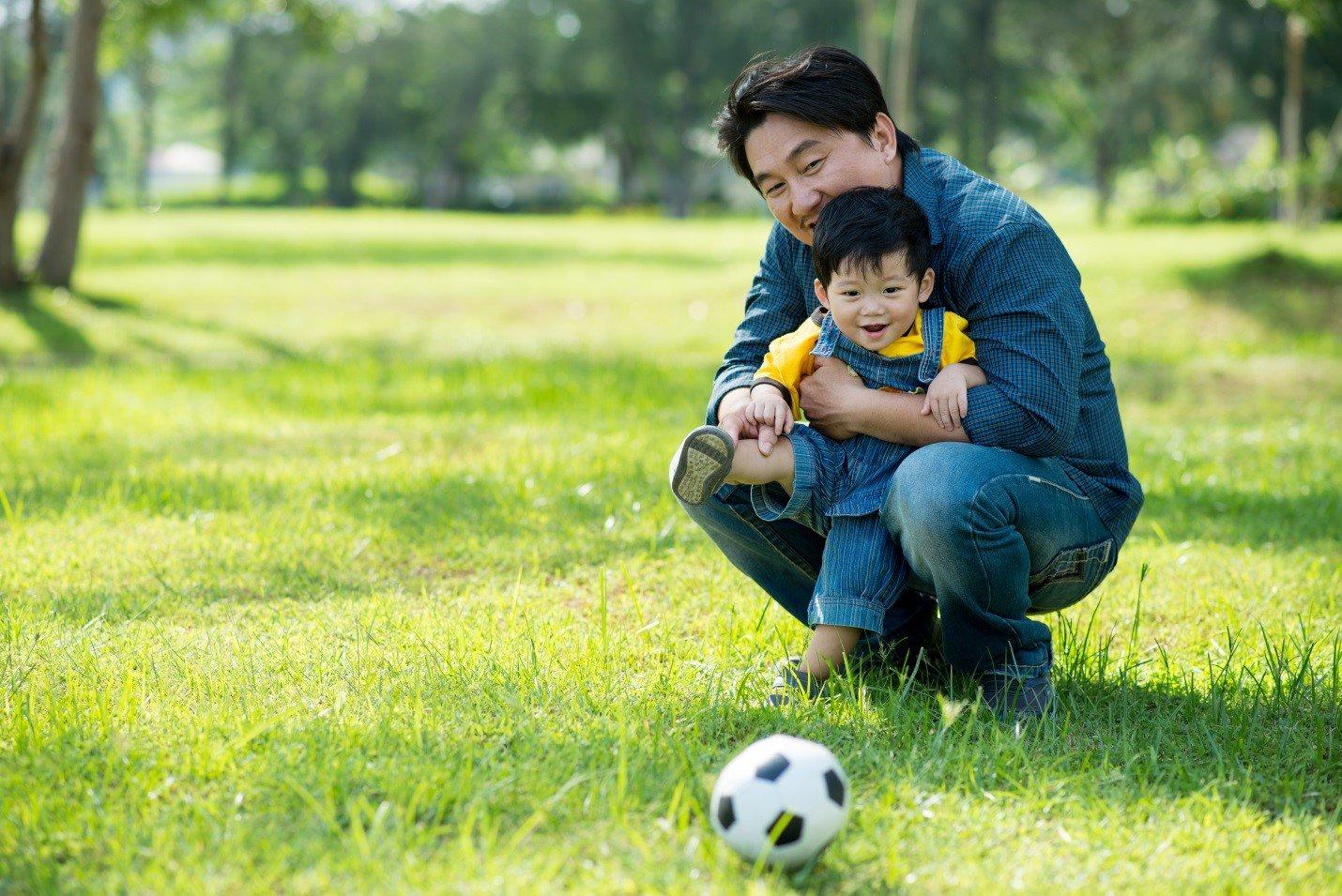 chơi thể thao với con l