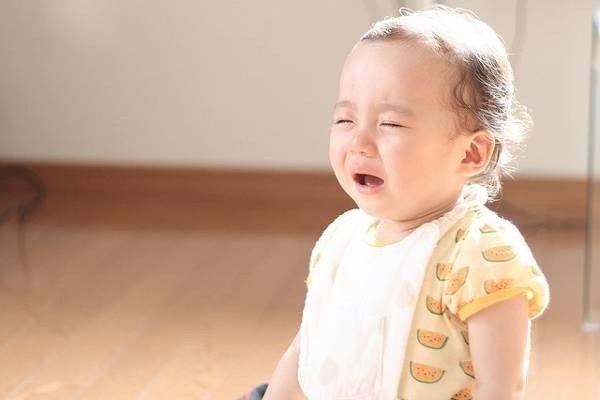 trẻ khóc